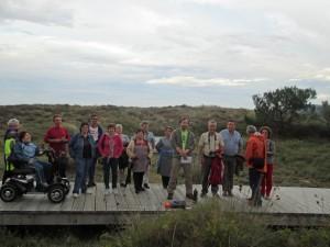 """Membros da asociación """"O Peñon"""" e veciños de Mórdomo, participando nas xornadas adaptadas do Concello de Laxe a pasada semana."""