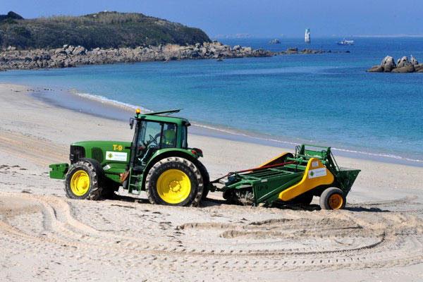 13 Limpieza mecanica playas. Foto de Muñiz para Faro de Vigo