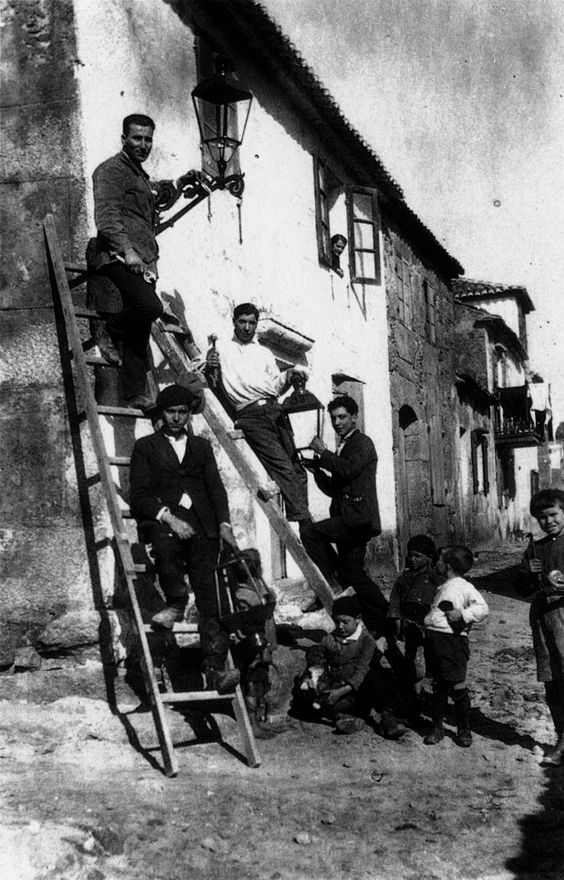4.amañando farois de carburo, muxía 1925